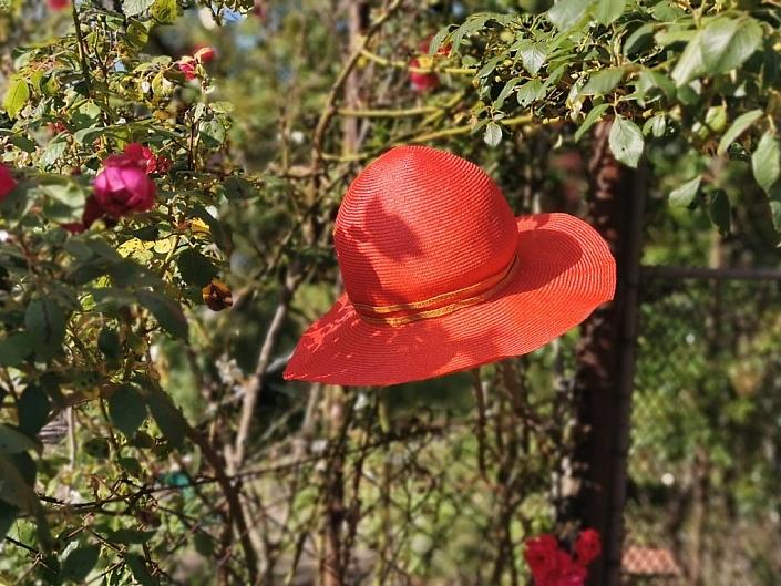 Roter Strohhut Sommerhut